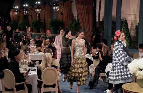 Chanel: la collezione Métiers d'Art 2017 sfila all'Hotel Ritz di Parigi