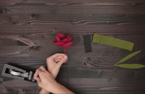 Come fare un fiore di carta