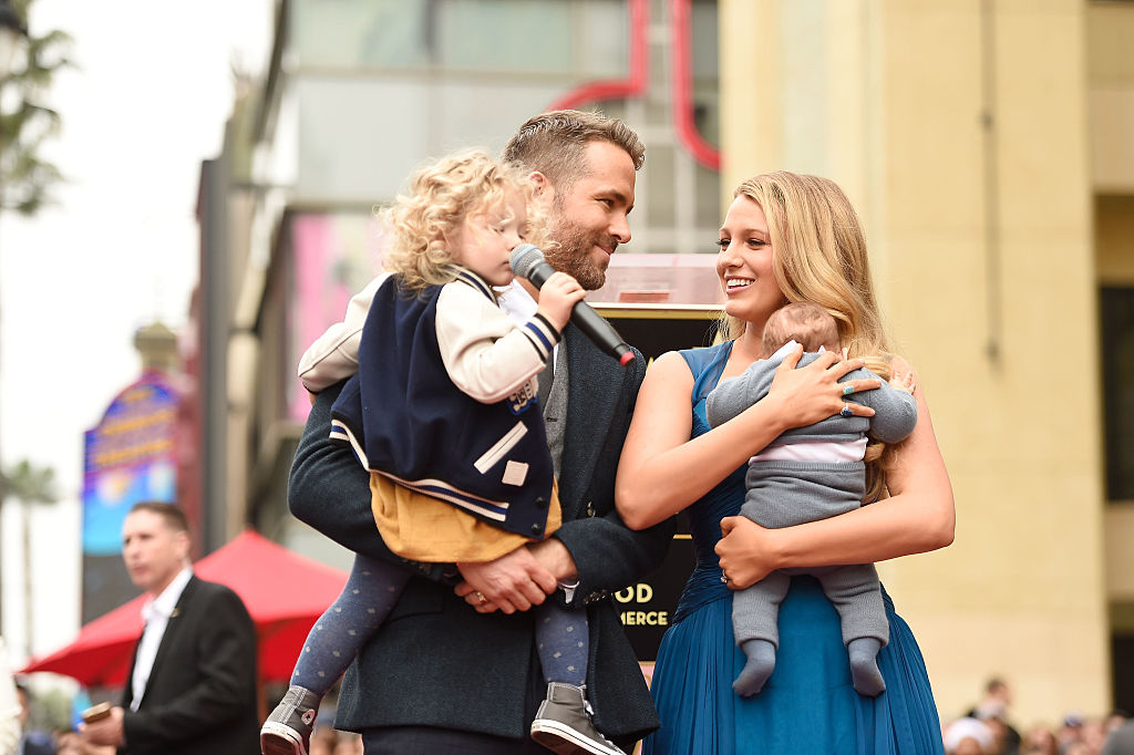 Ryan Reynolds e Blake Lively sulla Hollywood Walk of Fame con le figlie: foto