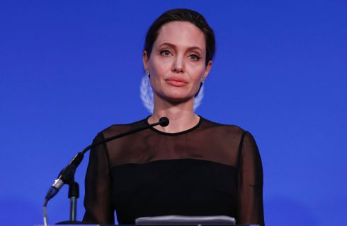 Angelina Jolie, pesa 34 chili: anoressia dopo il divorzio da Brad Pitt?