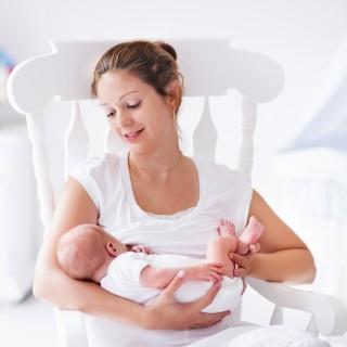 Come svegliare un neonato da allattare