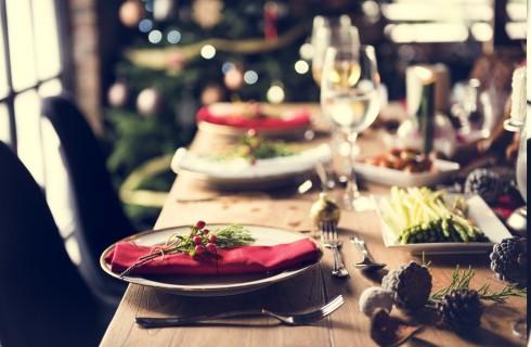 Come apparecchiare e decorare la tavola di Capodanno