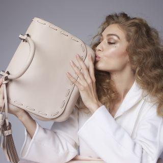 Gigi Hadid testimonial per gli accessori Max Mara
