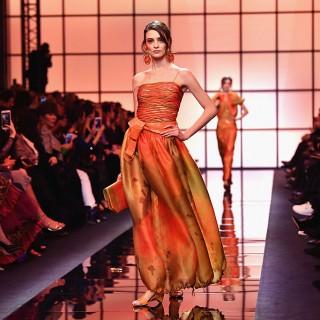 Variazioni in arancio per Giorgio Armani Privé