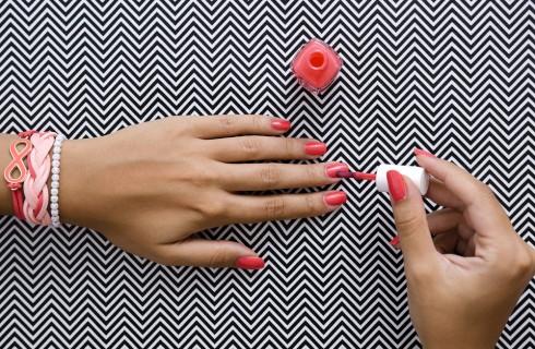 Come fare la reverse manicure