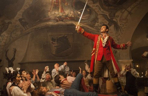 La Bella e la Bestia: la canzone di Gaston in italiano, prima clip