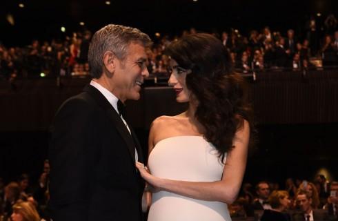 George Clooney: Amal Clooney mostra per la prima volta il pancione in pubblico (FOTO)