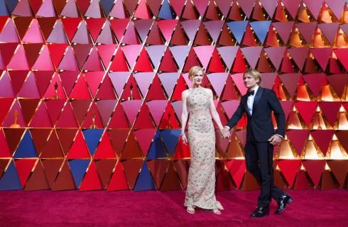 Nicole Kidman non riesce ad applaudire agli Oscar 2017: l'ironia del web