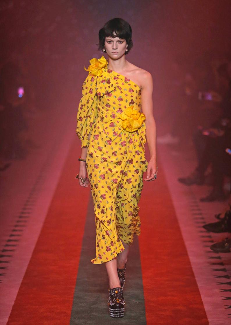 10 vestiti di moda nella primavera estate 2017, foto