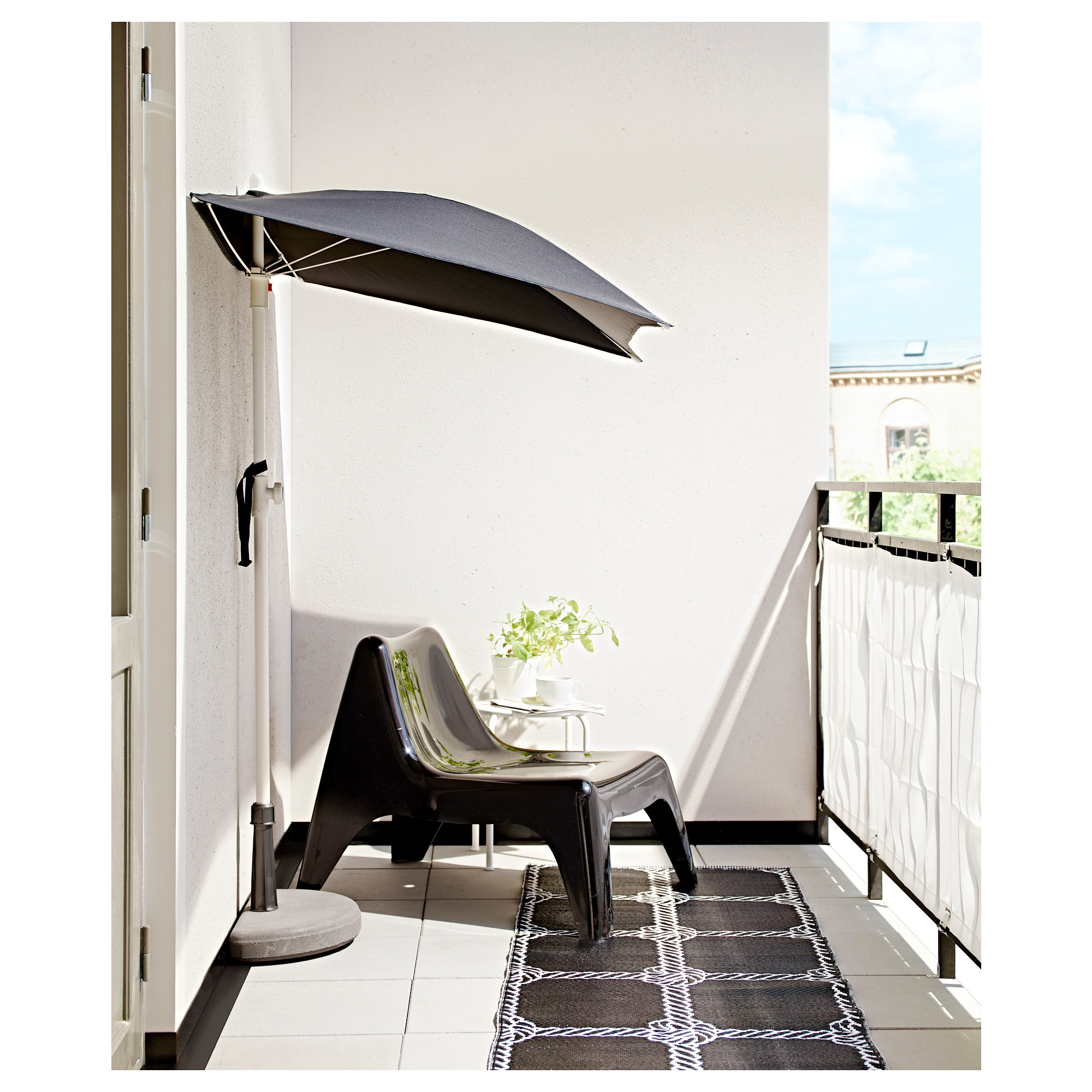 Aurinkovarjo Parvekkeelle