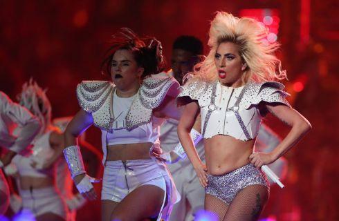 Lady Gaga al Super Bowl 2017: lo spettacolare halftime show (foto)