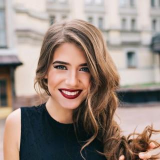 Trucco con rossetto scuro: come farlo