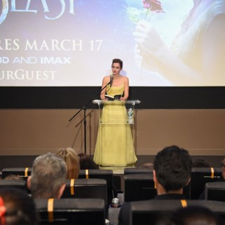 Emma Watson come Bella con l'abito firmato Dior
