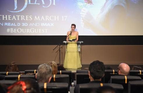 Emma Watson come Bella con l'abito firmato Christian Dior