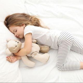 Come insegnare ai bambini a dormire da soli