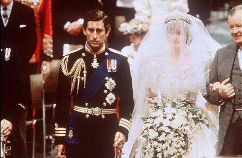 Il Principe Carlo non ha mai amato Lady Diana: le rivelazioni del libro di Sally Bedell Smith