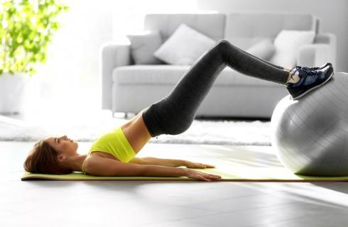 Quali esercizi fare per rassodare le gambe a casa