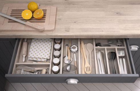 Come organizzare i cassetti della cucina