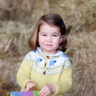 La principessa Charlotte compie 2 anni: a chi somiglia?