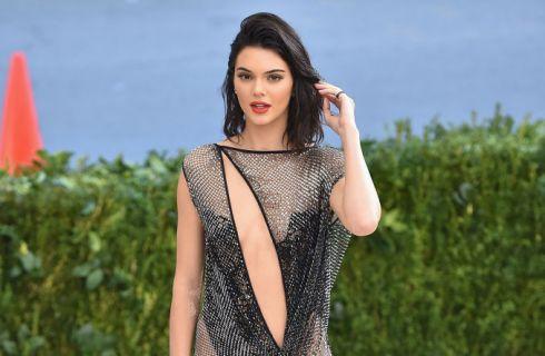 Bella Hadid e Kendall Jenner al Met Gala 2017: nude look a confronto