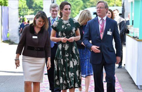 Kate Middleton con la Regina Elisabetta al Chelsea Flower Show (foto)