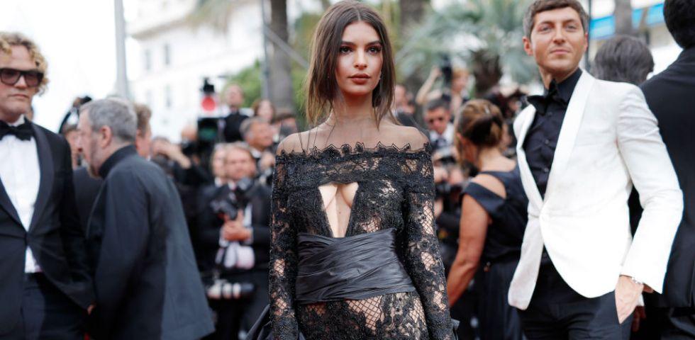 Cannes 2017 red carpet hot per emily ratajkowski diredonna for Salone cannes 2017