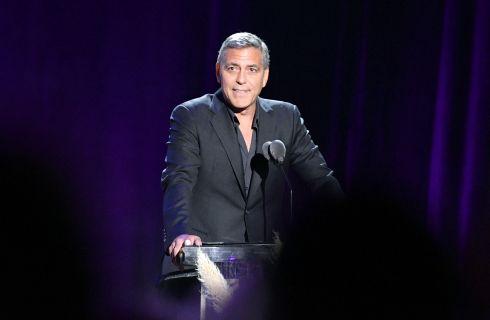 George Clooney: Amal gli vieta di partecipare ai suoi Oscar umanitari per la nascita imminente dei gemelli