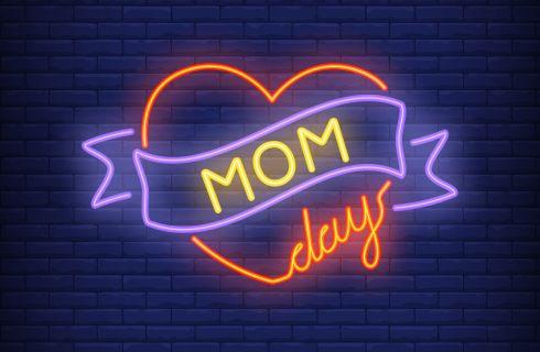 Frasi per la Festa della Mamma: simpatiche, brevi, per suocera e per Facebook