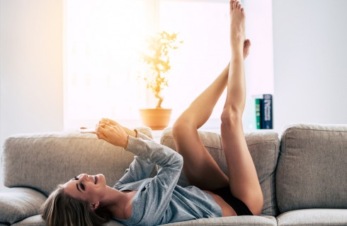 Gambe gonfie: 10 rimedi naturali