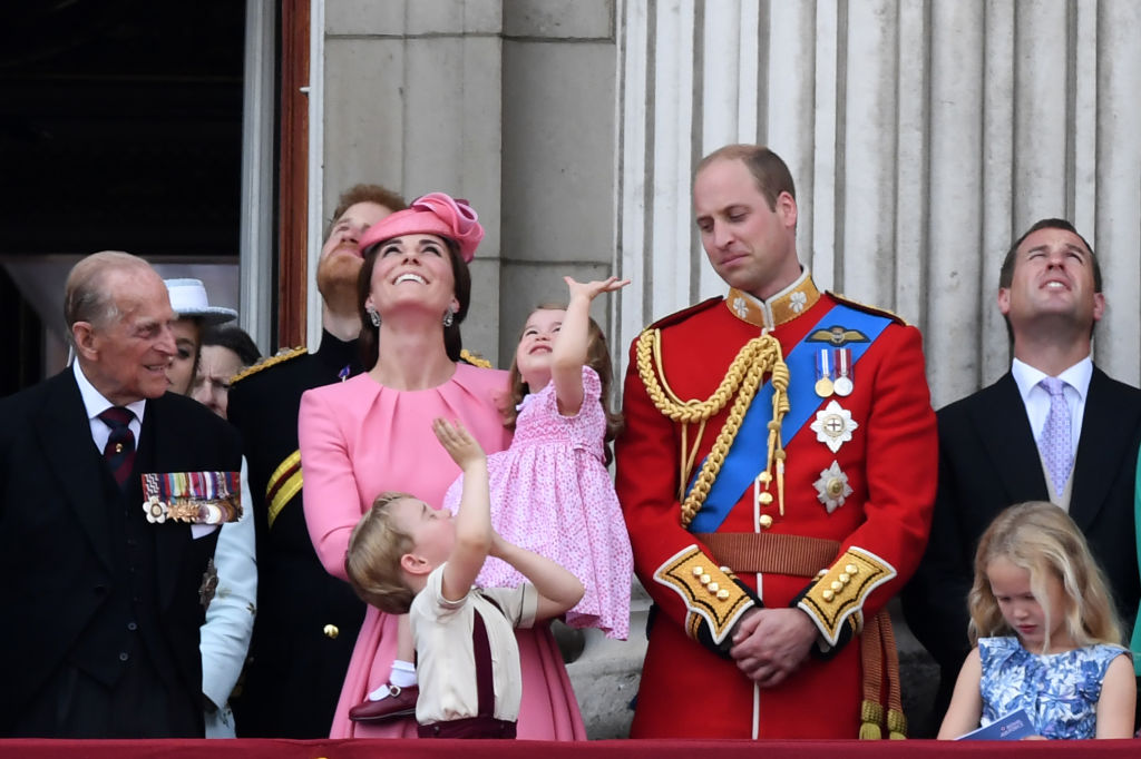 Kate Middleton, look coordinato per tutta la famiglia durante la Trooping the Colour, foto