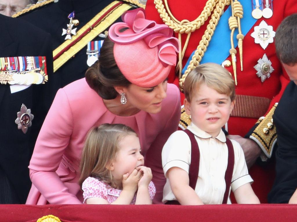 Kate Middleton, look coordinato per tutta la famiglia durante la Trooping the Colour, foto