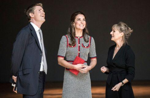 Kate Middleton al V&A Museum con un abito Gucci ispirato a Jacqueline Kennedy