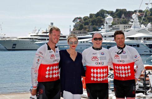 Charlene di Monaco infortunata: il principe Alberto la sostituisce nella gara di water bike