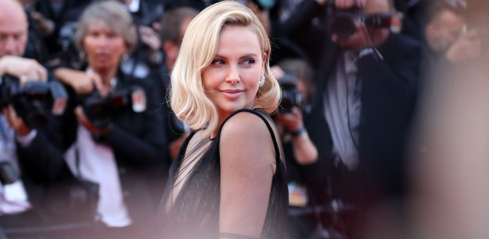 Angelina Jolie e Charlize Theron nemiche: è guerra a Hollywood tra le due