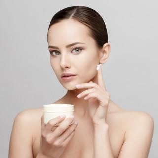 Come arricchire la crema viso con oli, burri e attivi