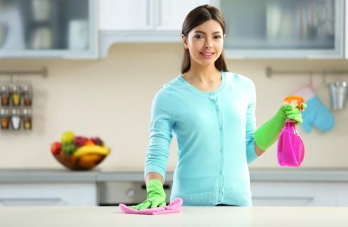 Come pulire i top delle cucine