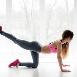 Esercizi fitness per cosce e glutei da fare a casa