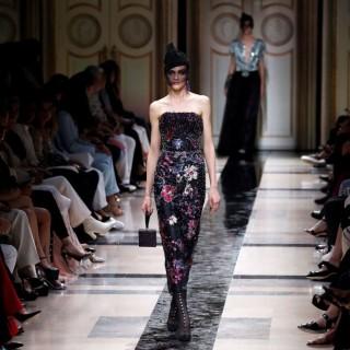 Le principesse moderne di Giorgio Armani sfilano a Parigi