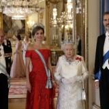 Il principe Filippo, Letizia Ortiz, la regina Elisabetta II e Felipe VI