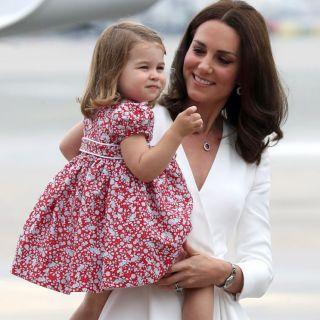 La Principessa Charlotte con le scarpe dello zio Harry