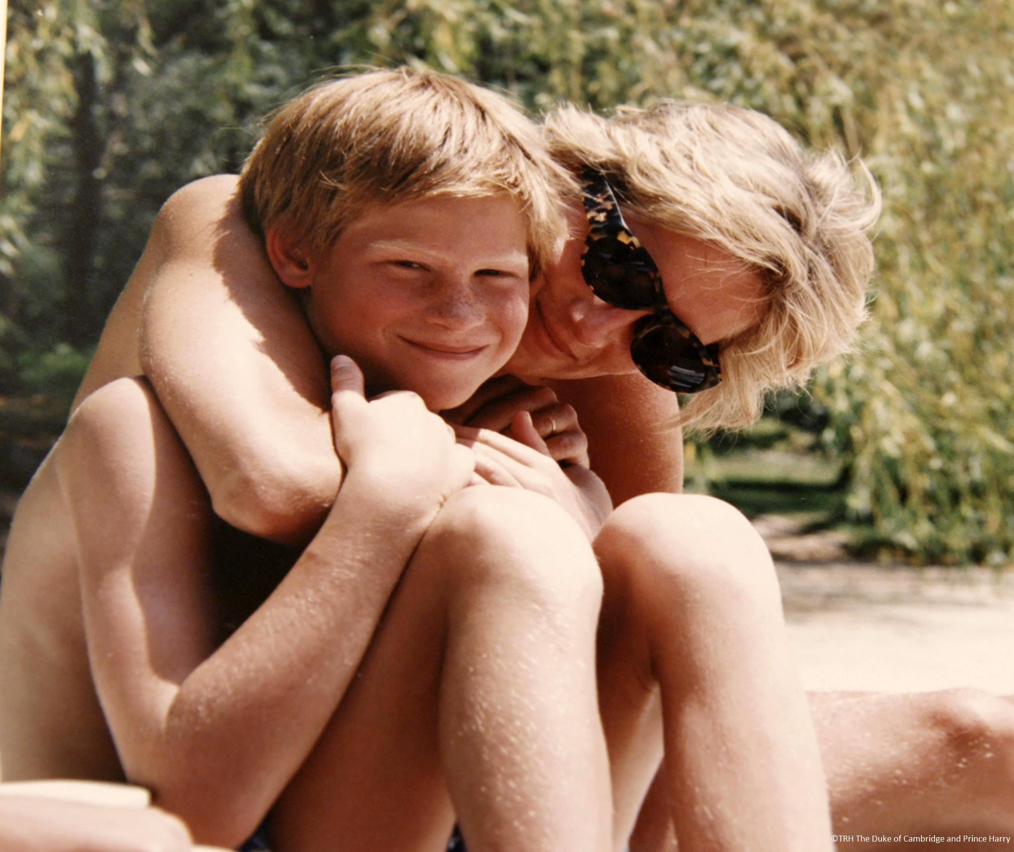 Lady Diana, le foto private con il Principe William e Harry