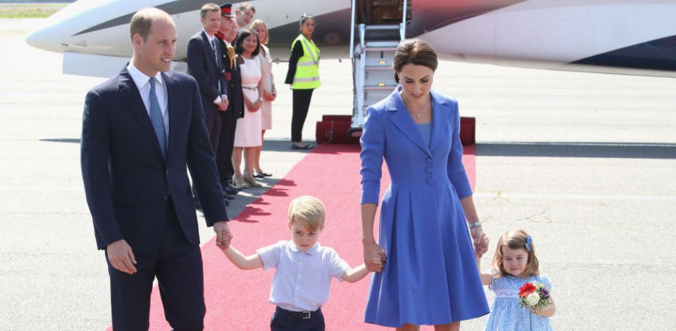 Kate Middleton: il Principe George assonnato e capriccioso all'arrivo a Berlino