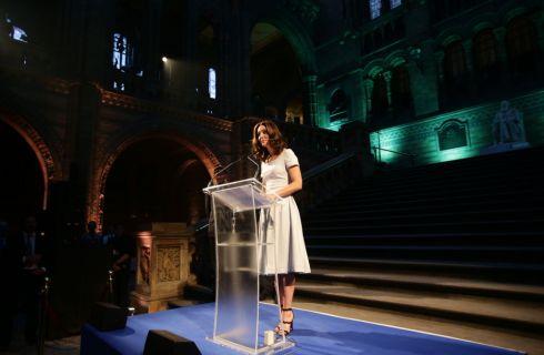 Kate Middleton sfoggia il nuovo taglio al Natural History Museum di Londra
