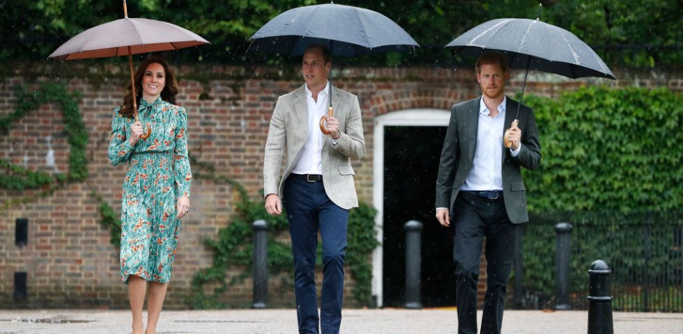 Kate Middleton con il principe William e Harry a Kensington Palace per i 20 anni dalla morte di Lady Diana
