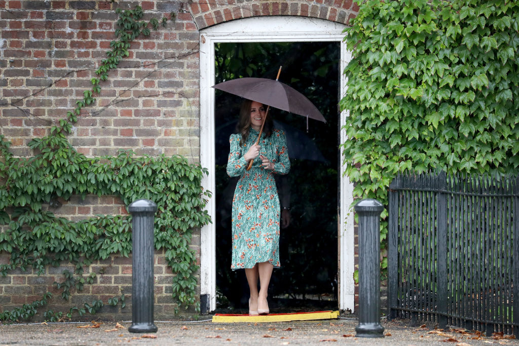 Kate Middleton con il principe William e Harry a Kensington Palace per i 20 anni dalla morte di Lady Diana, le foto
