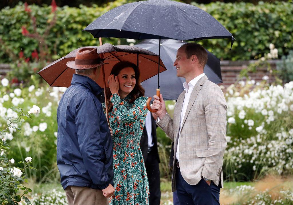 Kate Middleton con il principe William e Harry a Kensington Palace per i 20 anni dalla morte di Lady Diana, le foto