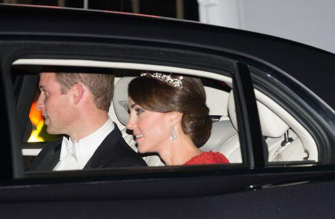 Kate Middleton dalla Regina con la tiara di Lady Diana (foto)
