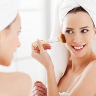 Pelle grassa: 5 dritte per scegliere il make up corretto