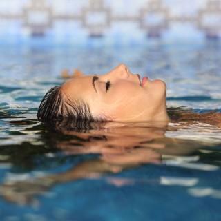 Watsu: i benefici del massaggio in acqua e dove farlo