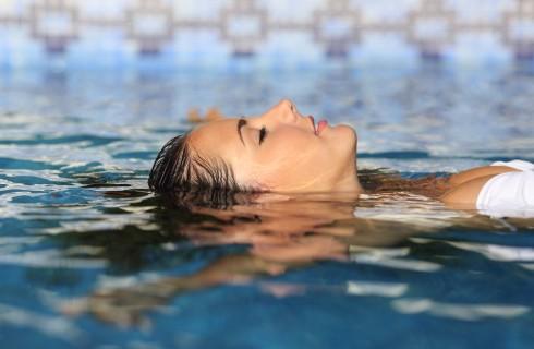Watsu: i benefici del massaggio in acqua, dove farlo e come agisce
